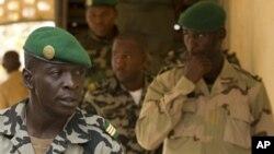 Amadou Sanogo (g.), ancien chef de la junte.