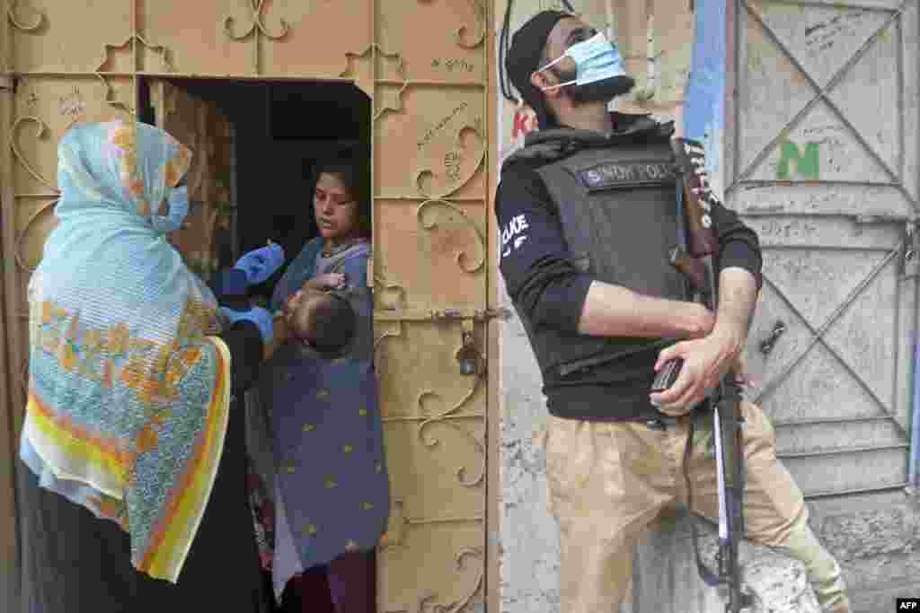 رضاکاروں کے ساتھ ساتھ سیکیورٹی اہلکاروں کے لیے بھی احتیاطی تدابیر پر عمل درآمد کا پابند بنایا گیا ہے۔