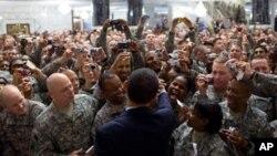 Le président Obama rencontrant des soldats américains en Irak