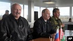 Президенти Лукашенко і Путін під час торішніх військових навчань