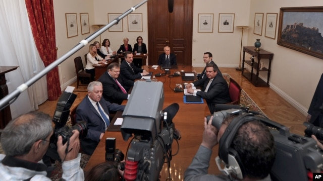 Greek politicians gather at the Presidential Palace in Athens on May 15, 2012 for a third day of coalition talks that ended in failure, prompting new elections.