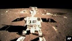 中国玉兔探测器在月球登陆(资料照)
