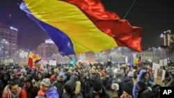 지난 2일 루마니아 부카레스트에서 정부의 행정명령에 항의하는 대규모 시위가 벌어졌다.