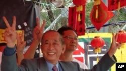 已故香港支聯會主席司徒華於2010年初出席年宵市場活動(資料圖片)