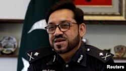 آئی جی سندھ ڈاکٹر کلیم امام کی خدمات صوبائی حکومت نے وفاق کے سپرد کر دی ہیں۔