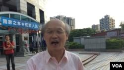 台湾国民党党员赵先生选举日谈选举(美国之音记者申华 拍摄)