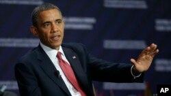 Presiden AS Barack Obama menjawab pertanyaan pada forum ekonomi regional di San Jose, Kosta Rika hari Sabtu (4/5),