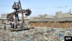 کراچی کا کچرا اٹھانے کے معاملے پر بھی گزشتہ دنوں صوبائی و وفاقی حکومت اور بلدیاتی حکومت کے درمیان بیانات کا سلسلہ جاری رہا (فائل فوٹو)