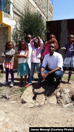 James Mwangi with students in Nairobi.