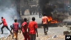 Une manifestation à Conakry en avril 2013, qui s'inscrit dans le cadre d'une vague de contestation au cours du premier semestre