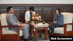 台灣總統蔡英文2019年11月20日在總統府會見訪台的太平洋島國圖瓦盧外長柯飛。(照片來源:台灣總統府網站)