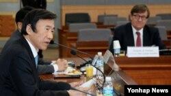 윤병세 한국 외교부 장관이 18일 외교부에서 열린 한반도클럽 발족식에서 축사하고 있다.