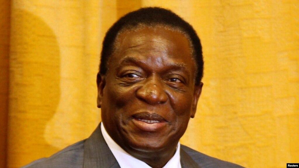 Emmerson Mnangagwa lors d'une visite du ministre russe des affaires étrangères à Harare, Zimbabwe, le 8 mars 2018