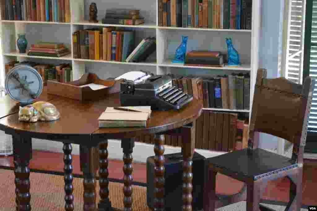 Рабочий стол писателя.