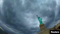Sandy causó serios daños en 2012 a la isla en donde se encuentra la estatua.