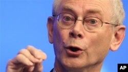 Presiden Uni Eropa Herman Van Rompuy memastikan dukungan Eropa bagi Yunani agar tetap berada dalam zona euro (24/5)..