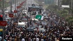 """巴基斯坦反對派支持者舉行""""自由遊行"""""""
