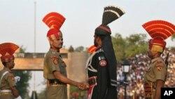 بھارتی سفر پر 'احمقانہ' پابندیوں پر احتجاج