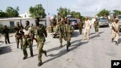 Pasukan Somalia melakukan pengamanan di dekat Istana Presiden di Mogadishu (foto: dok).