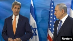 FILE - Israeli Prime Minister Benjamin Netanyahu (R) and U.S. Secretary of State John Kerry meet in Jerusalem on Nov. 24, 2015.