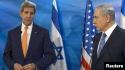 예루살렘을 방문한 존 케리 미 국무장관(왼쪽)이 24일 베냐민 네타냐후 이스라엘 총리를 면담했다.