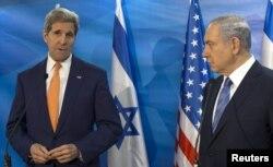 Israeli Prime Minister Benjamin Netanyahu (R) and U.S. Secretary of State John Kerry brief the media before their meeting at Prime Minister's Office in Jerusalem, Nov. 24, 2015.