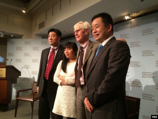 左起:鲍朴、郭小橹、夏伟、慕容雪村 在纽约。(美国之音方冰拍摄)