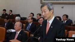 지난달 13일 국회 외교통상위에 출석해 북한 핵실험에 대한 현안보고를 하고 있는 안호영 한국 외교통상부 1차관. (자료사진)