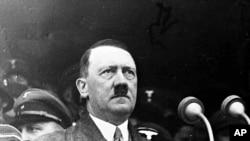 Адольф Гитлер обращается к 80 000 рабочим. Берлин, 1 мая 1936 года.