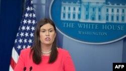 새라 허커비 샌더스 미 백악관 대변인이 17일 정례브리핑에서 북한 문제 등에 관해 언급했다.