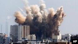 8일 이스라엘과 하마스 간 72시간 휴전이 종료한 후, 가자지구에서 다시 연기가 치솟고 있다.