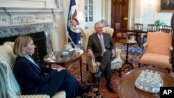 Le secrétaire d'Etat Rex Tillerson rencontre la chef de la diplomatie de l'Union européenne Federica Mogherini, au département d'Etat à Washington, 9 février 2017.