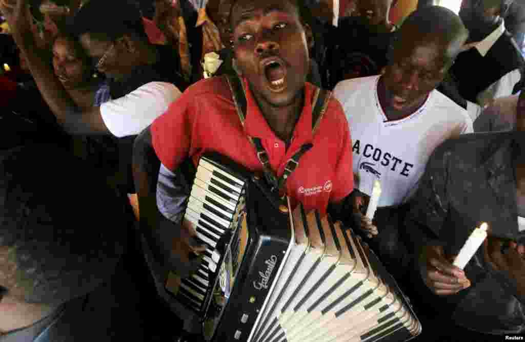 A man plays an accordion during a prayer session following an attack last week by gunmen at the Garissa University College campus, along the streets of Nairobi, April 7, 2015.