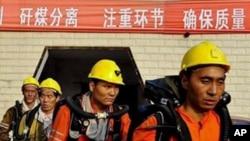 매몰자 구조를위해 파견된 구조대원들
