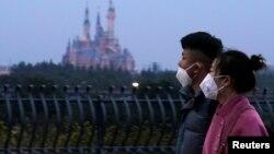 Stanovnici Šangaja nose zaštitne maske zbog novog koronavirusa