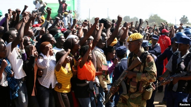 Supporters of Zimbabwean President Robert Mugabe's ZANU-PF party cheer during an election rally in Chitungwiza, about 35 kilometers south of the capital Harare, July 16, 2013.