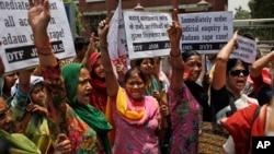 Para aktivis perempuan India melakukan unjuk rasa atas maraknya kasus perkosaan dalam aksi di New Delhi, India (31/5).
