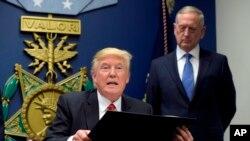 """""""Nos tenemos que asegurar que los sacrificios de nuestras Fuerzas Armadas están apoyados por las acciones del Gobierno"""", aseveró el mandatario de EE.UU."""