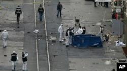 An ninh và cán bộ pháp y làm việc tại địa điểm vụ nổ ở Istanbul, ngày 19 tháng 3 năm 2016.