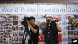 Periodistas trabajando en la Asociación de Periodistas de Tailandia durante el Día Mundial de la Libertad de Prensa en Bangkok, el jueves, 3 de mayo, de 2018.
