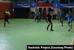 Ajang ini menggunakan sistem unifit, guru boleh mendampingi pemain di lapangan namun harus siswa lah yang mencetak gol (courtesy: Suchrich Project)