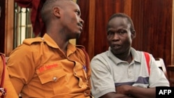 FILE - Suspected LRA (Lords Resistance Army) member Thomas Kwoyelo (R) is pictured during a pre-trial session at the High Court in Kampala on Februay 1, 2017.