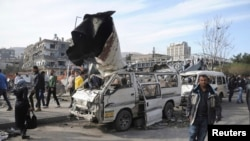 Hiện trường tại một trong những vụ nổ trong trung tâm thủ đô Damascus của Syria, 21/2/12