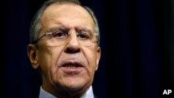 24일 러시아 소치에서 세르게이 라브로프 외무장관이 터키의 전투기 피격 사건과 관련하여 기자회견을 하고 있다.
