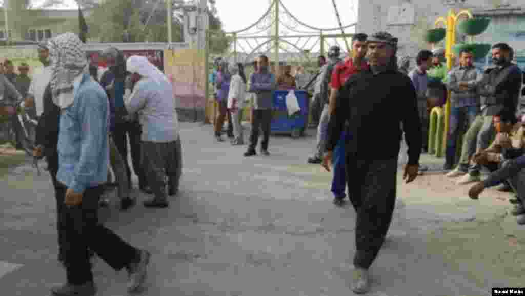 تجمع اعتراضی کارگران شهرداری شادگان در جنوب خوزستان