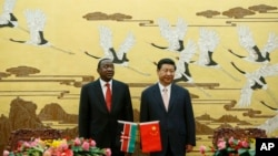 Kenyan President Uhuru Kenyatta, left, and his Chinese counterpart Xi Jinping