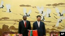 Rais wa Kenya Uhuru Kenyatta na mwenzake wa China Xi Jinping August 19, 2013