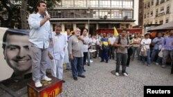 """""""La elección debería ser un acto democrático, pero es guerra"""", dice Gilson Conzatti. En la foto, Marcelo Freixo, candidato a alcalde de Río de Janeiro."""