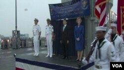 """美國常駐東亞地區的海軍第7艦隊旗艦""""藍嶺號""""抵達中國南海艦隊總部湛江訪問,受到歡迎。(視頻截圖)"""