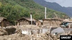 북한 함경북도 무산군 학산리에서 최근 홍수로 파괴된 가옥들. 유니세프가 20일 발표한 북한 수해 실태 보도자료에 실린 사진이다.